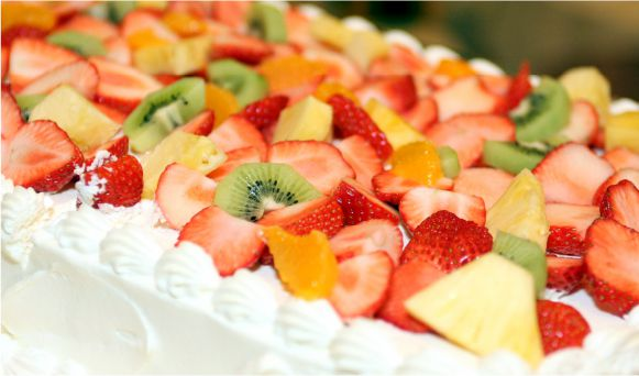 フルーツたっぷりウエディングケーキ